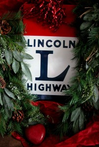 LH-holiday-sign